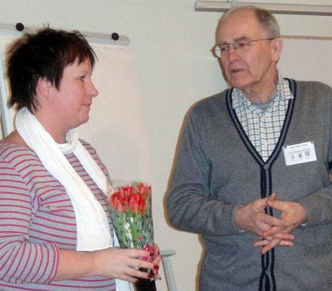 Kerstin  Asp, avgående hemsidesredaktör, och Åke Dahlqvist, ordf.